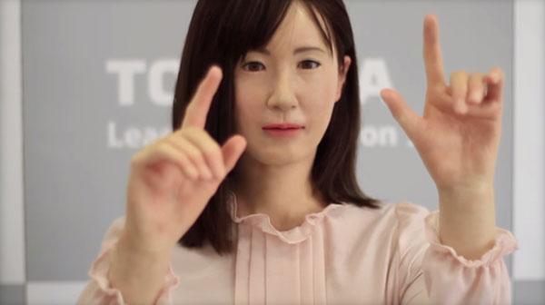 这款机器人4月份开始就在一家百货商店担任接待员