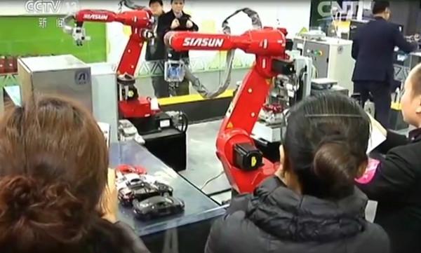 中国科学院沈阳自动化研究所和德国SAP企业共同研发的机器人车间