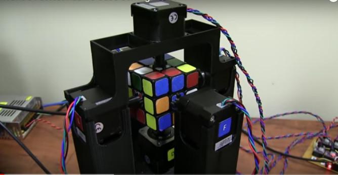 Robot Solves Rubik's Cube