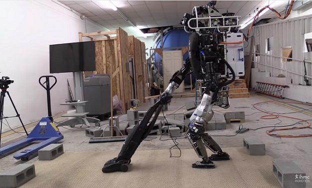 机器人Atlas正在做家务
