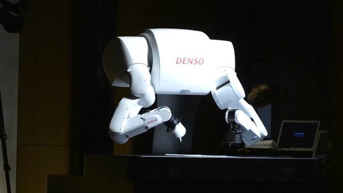 日本Torobo-Kun机器人参加2017年高考