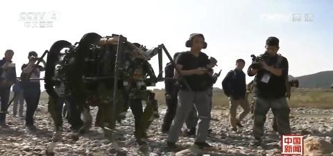 中国公布陆战机器人